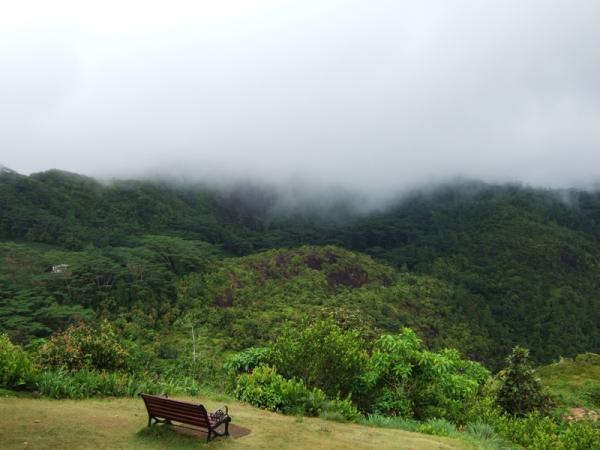 Le Niol - небольшая деревня в горах Маэ вдали от маршрутов туристов