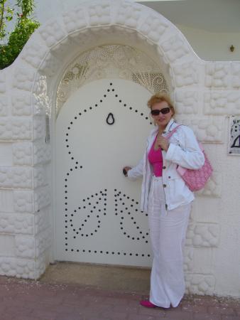 эта белая- белая дверь!