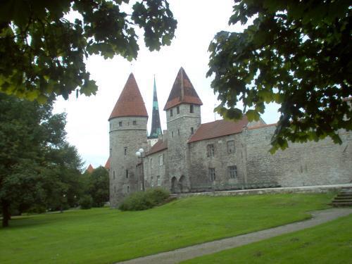 стена и башни