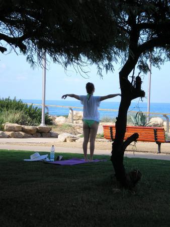 Утро начинается с йоги