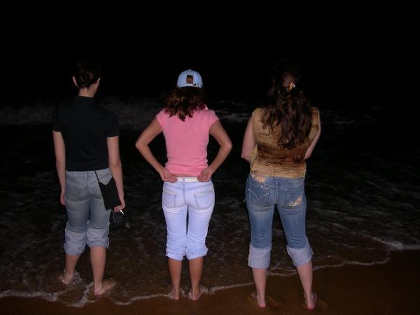 Гуляем вечером по пляжу в Коломбо...