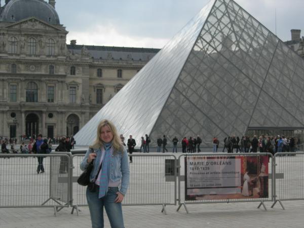 Пирамида Лувра