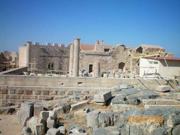 Древние руины на древнейших. Раскопки одного древнего храма ведут к раскопкам другого, еще более древнего