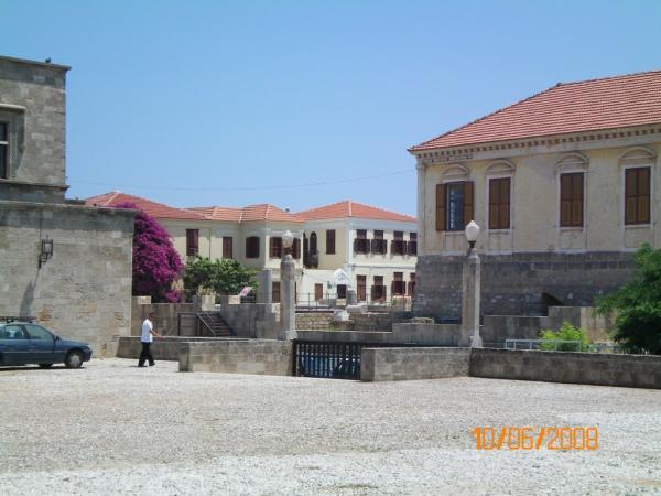 Площадь за дворцом Магистров. г. Родос