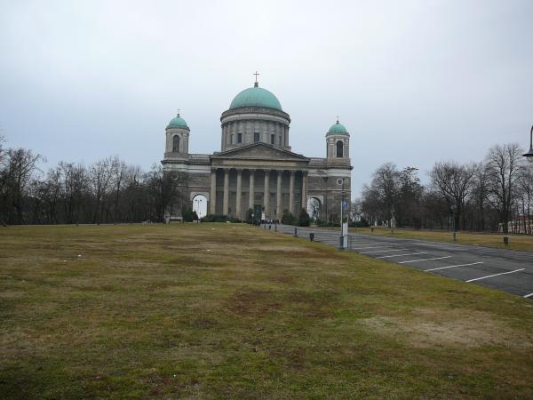 названия храма не помню, но он нечто вроде нашего Исаакиевсокого, только меньше, по величине он 5й в мире, а Исаакий - 2й