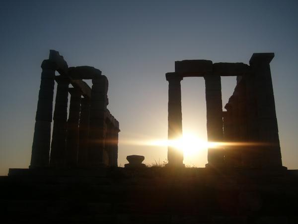 Храм Посейдона на мысе Сунион на закате