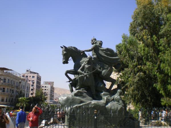 памятник Саладдину у Дамаскской цитадели