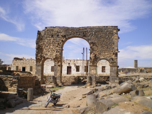 Триумфальная арка в Босре