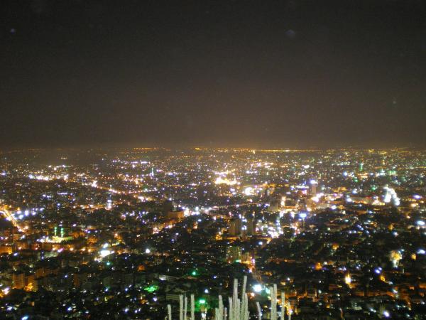 Ночнй Дамаск кажется необыкновенно красивым и огромным городом