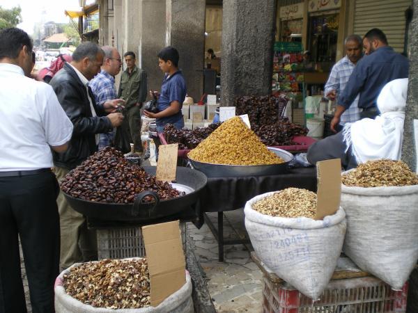 Продавцы орехов