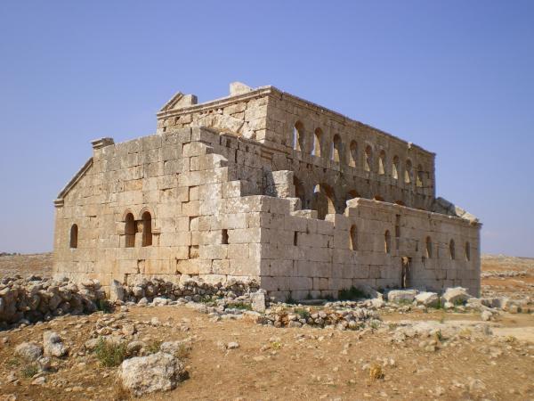 Развалины древней церкви