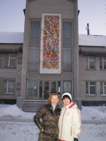 У входа в музей Петриковки