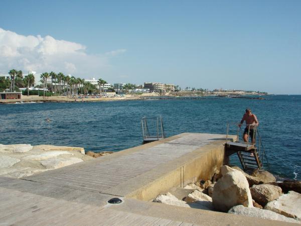 Пляж на набережной Пафоса