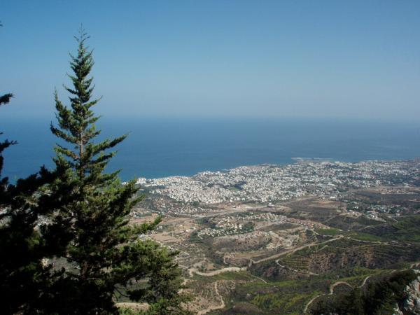 Вид с высоты замка св. Иллариона