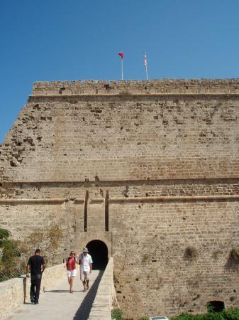 Вход в крепость Кирении (Гирне)