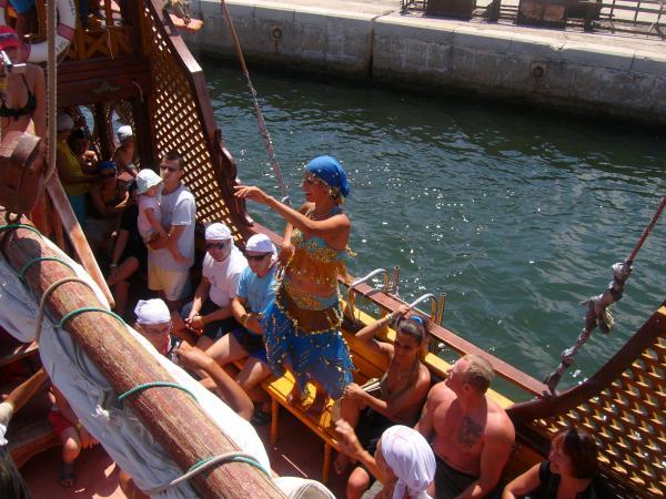 Танец живота на корабле