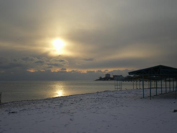 Пляж зимой в Евпатории