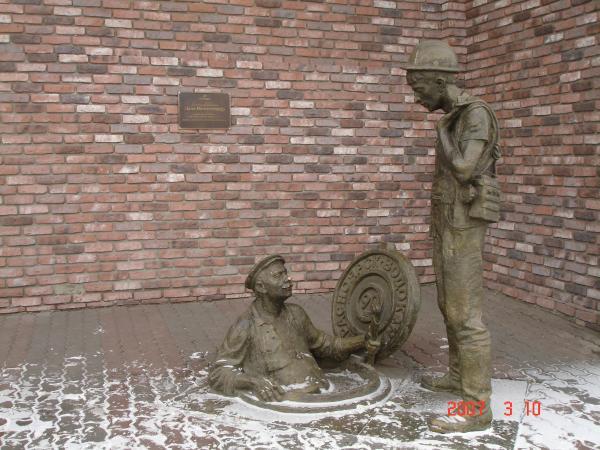 Памятник сантехнику!