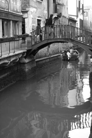 мостик и его отражение