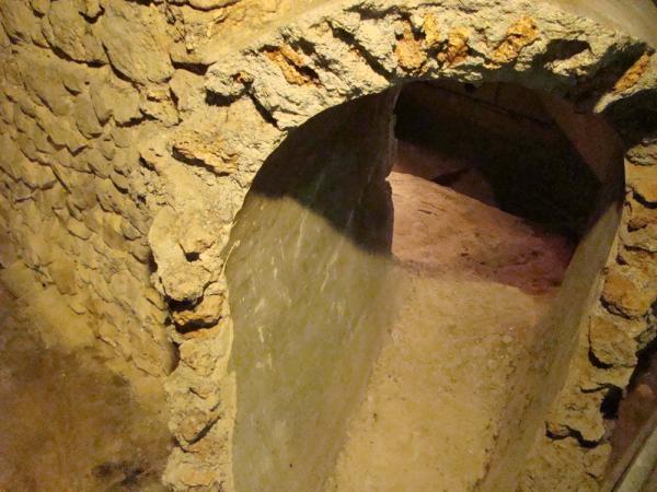 La Crypte Archeologique (Подземная крипта)