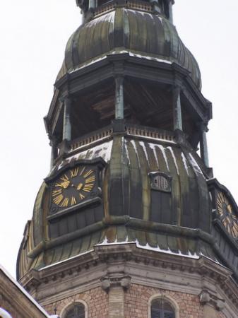 Одна стрелка на часах собора св. Петра