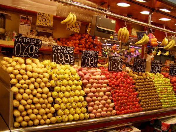 Здесь продают фрукты любые: лучший рынок Европы Ла Бокерия