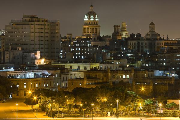 Ночной город и Капитолий