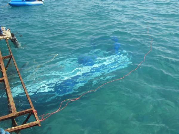 затонувшая лодка
