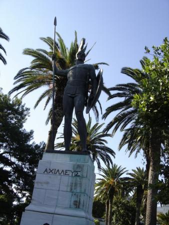 19 Памятник Ахиллесу во дворце Ахиллео