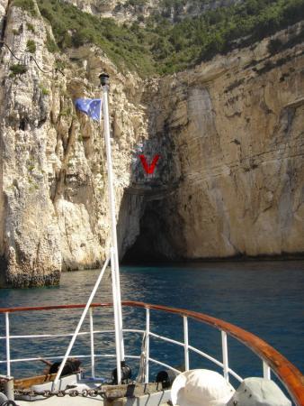 55 Пещера, в которую заходил наш корабль
