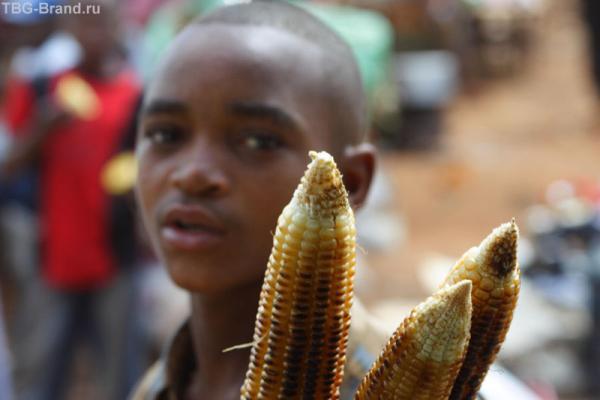 Продавец и его жаренная кукуруза