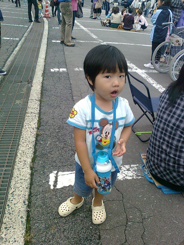 Японки хватают за яйца