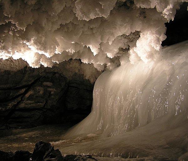 Уральская кунгурская ледяная пещера