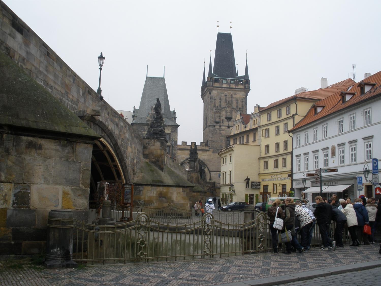 Карлов мост в Праге. легенды для туристов.