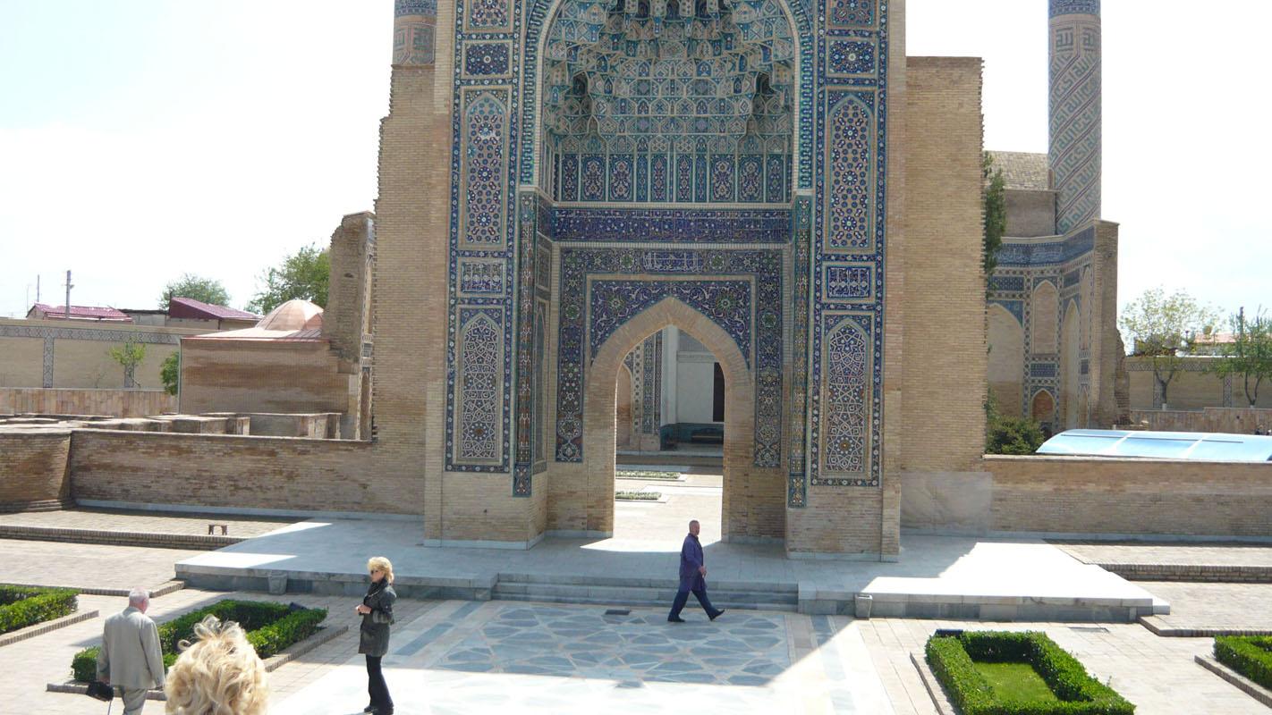 Расстояние между Ташкентом и Самаркандом 356 км. Сейчас между