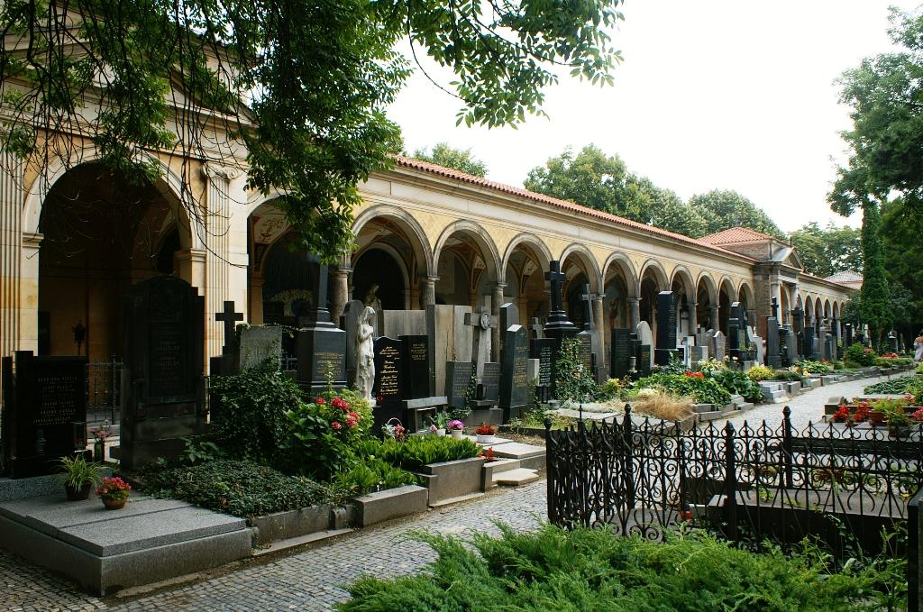 Чехия 2011, часть 2: Вышеград – прогулка по кладбищу.