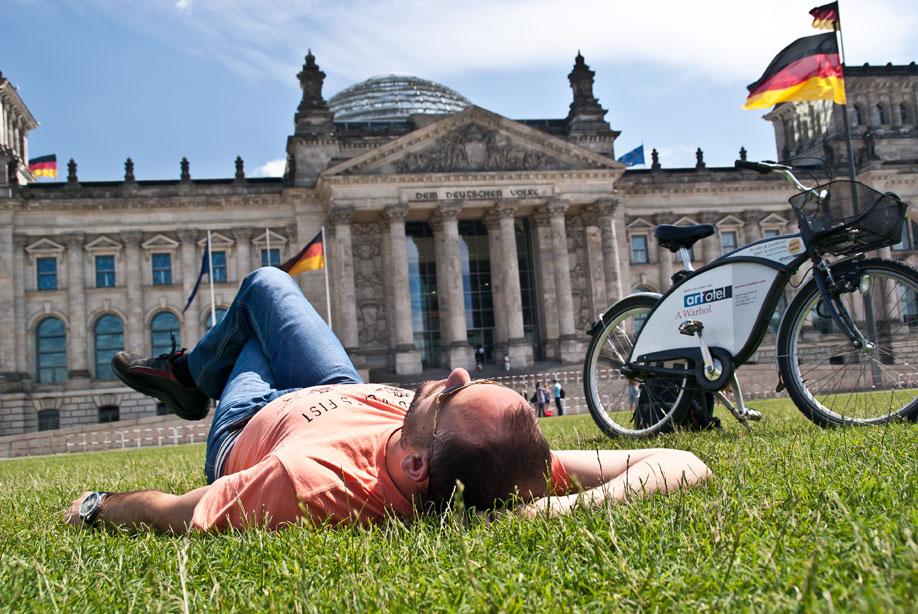 Берлин на выходные. Часть 2. Ворота, сосиска и синие овцы