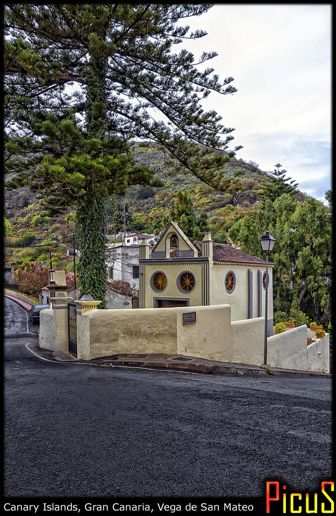 Маленький канарский городок в горах...
