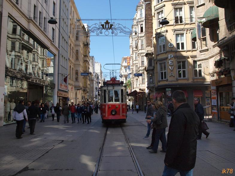 И прах веков упал на прах святынь. Стамбульское весеннее.