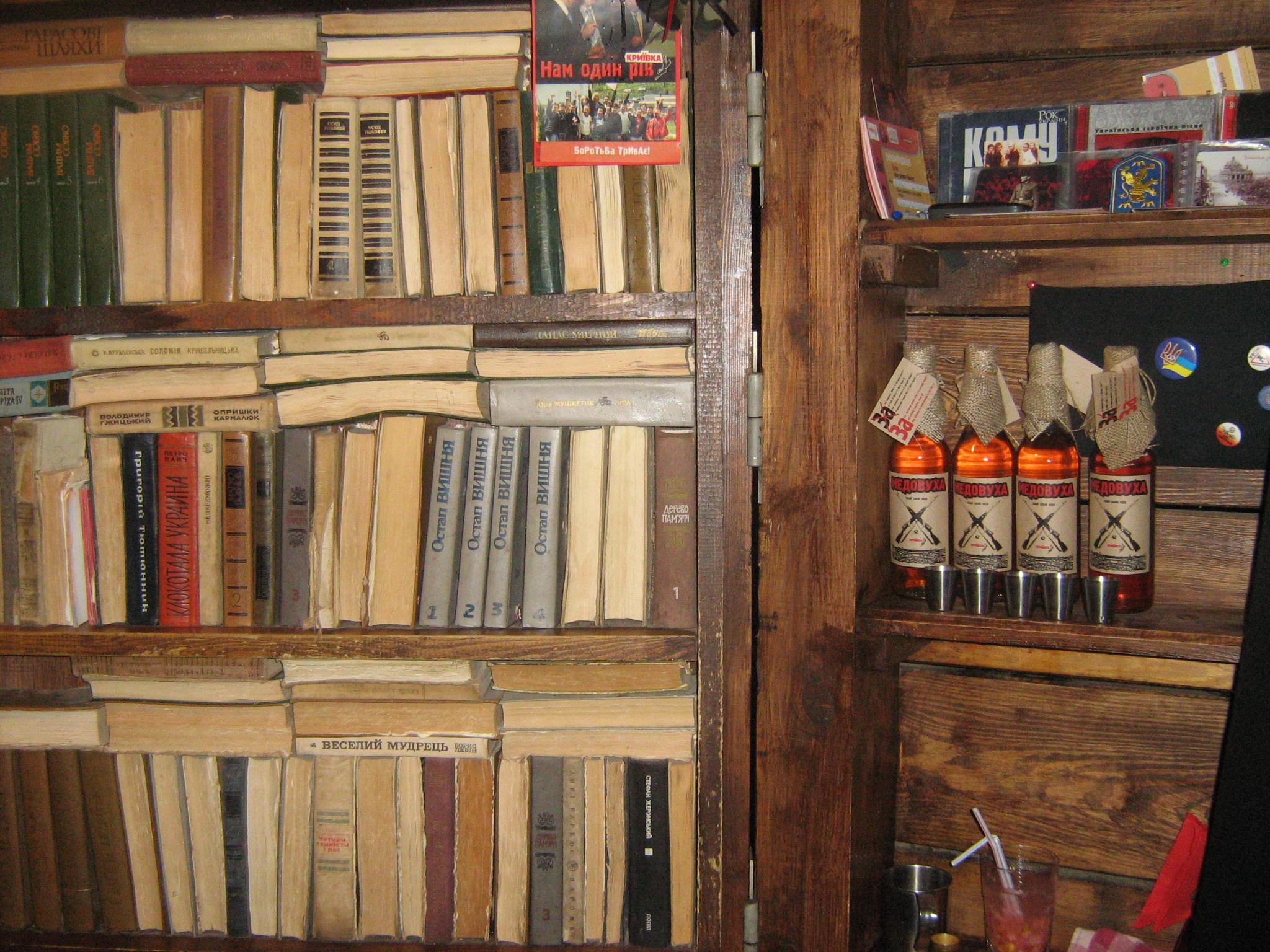 Секс с книжным шкафом