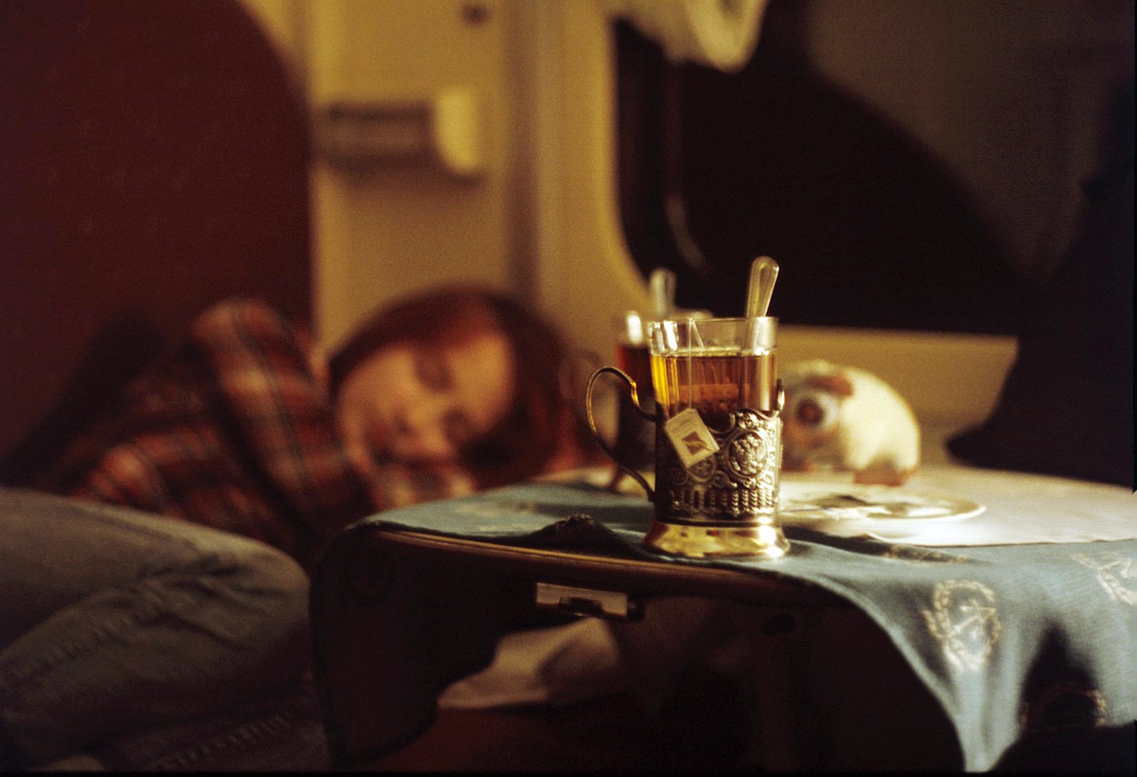 Фото стакан чая в купе 4