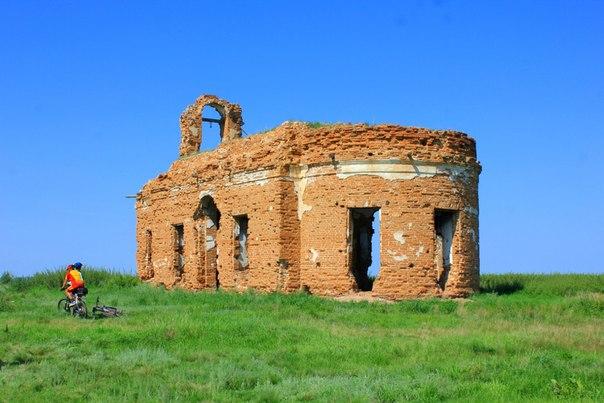 И снова Бараба. Заброшенная церковь на берегу реки Тобол